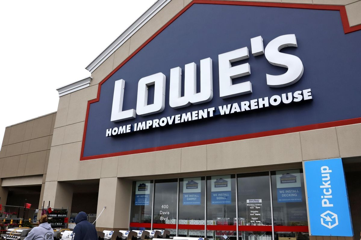 Lowe'S Is Narrowing The Gap Between Its Chief Rival Home