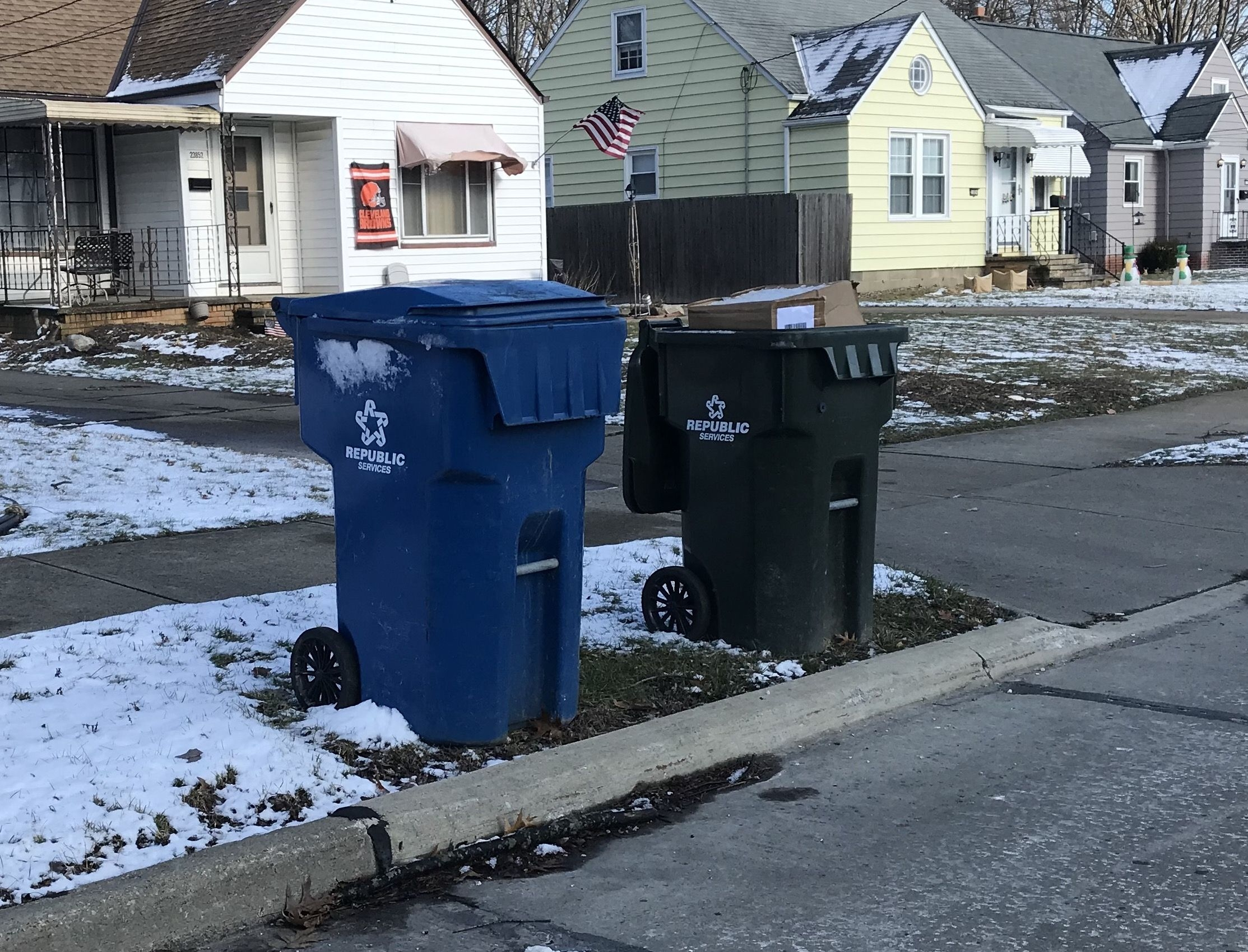 North Olmsted Approves New Garbage Contract, Reschedules