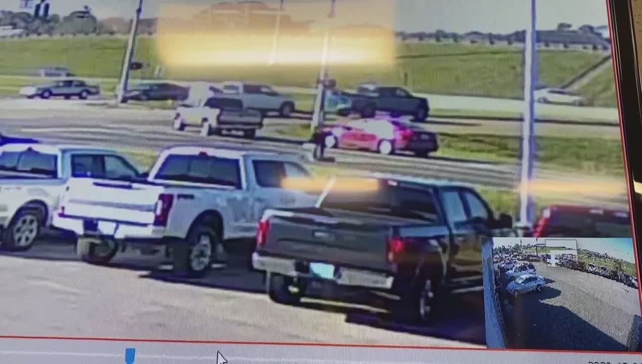 Wkrg | Dramatic Video Shows Man Falling Out Of Moving Suv